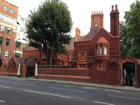 St Paul's Hotel : Vue de la rue