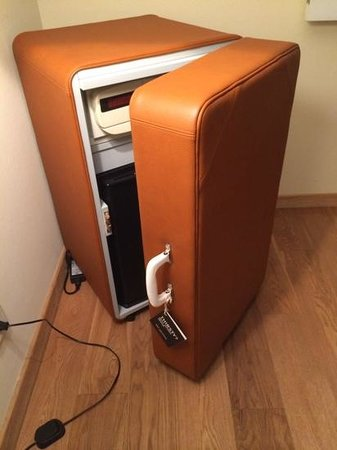 Hotel Das Weitzer: Mister Funky mini-bar/safe disguised as a suitcase!