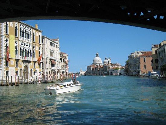 Canal Grande: under bridge span