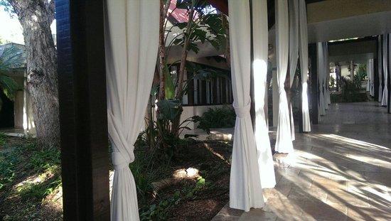 Renaissance St. Croix Carambola Beach Resort & Spa: Relaxing lobby and corridors...