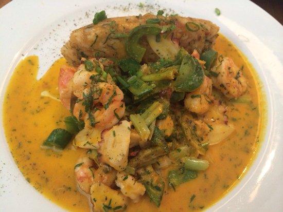 La Sirena d'Juan: Tacu tacu de pallares con salsa de mariscos. Excelente!!