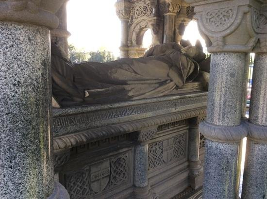 Glasnevin Cemetery Museum: Cardinal Edward McCabe Tomb