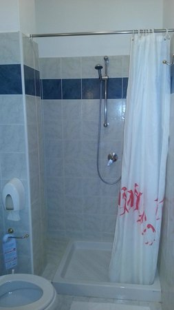 Hotel Plaza : bagno camera 703
