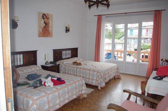 Hotel Uhainak : Chambre5 familiale à deux lits doubles grand balcon