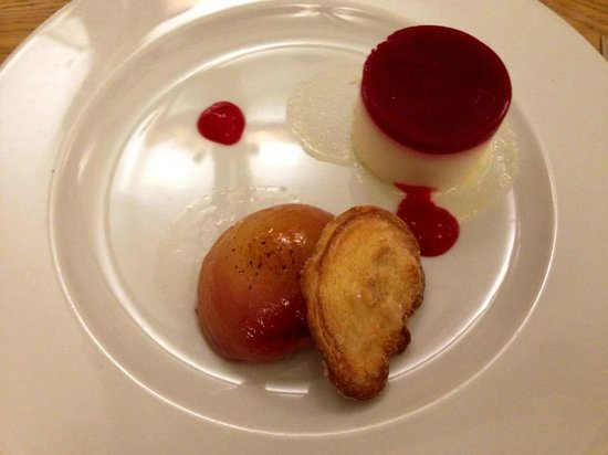 The Kingham Plough: Peach melba