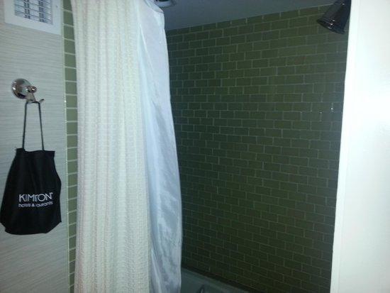 IBEROSTAR 70 Park Avenue Hotel : Bath & Shower like a tomb
