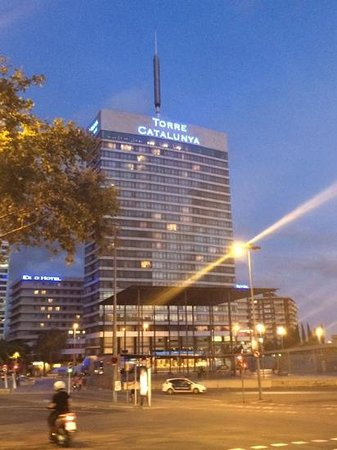 Gran Hotel Torre Catalunya: hotel at night