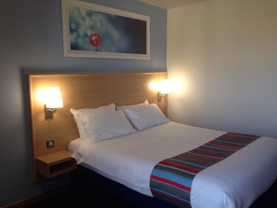 Travelodge Cambridge Central Hotel: Bed