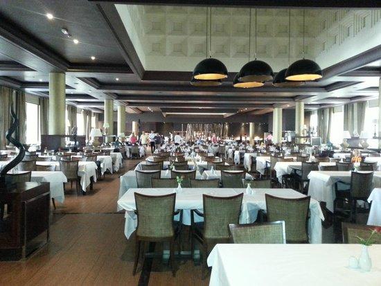 Hotel Riu Palace Tikida Agadir : main restaurant - huge and noisy, but good service