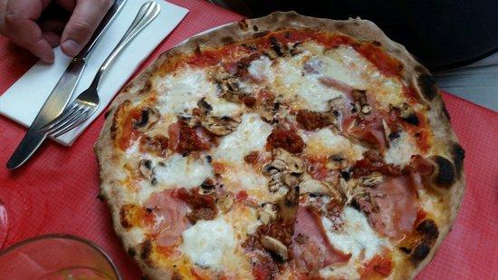 Sale & Pepe Pizzeria - Barrio : Pizza w ham and mushrooms w extra meat and buffalo mozzarella
