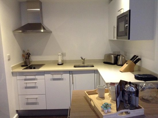 Staybridge Suites Birmingham: Kitchen