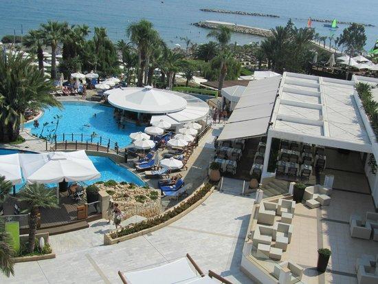 Mediterranean Beach Hotel : Vu côté mer