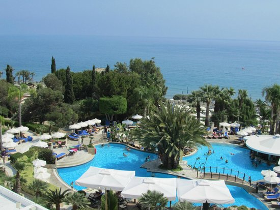 Mediterranean Beach Hotel : Vue côté mer