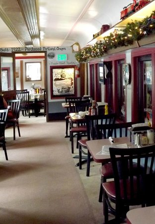 Mt. Rainier Railroad Dining Co.: Inside the car where we dined