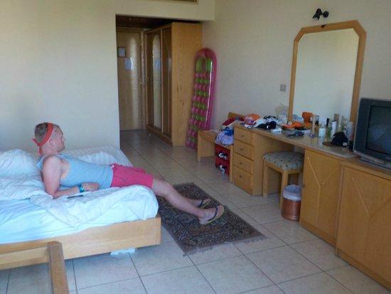 Sharm Cliff Resort: Our huge room