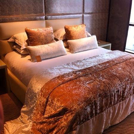 Radisson Blu Edwardian Manchester: Dylan Suite bedroom