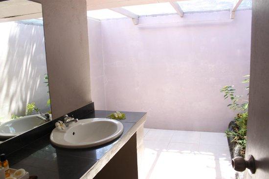 Savaii Lagoon Resort: bathroom