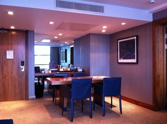 Radisson Blu Edwardian Manchester: Dylan Suite lounge