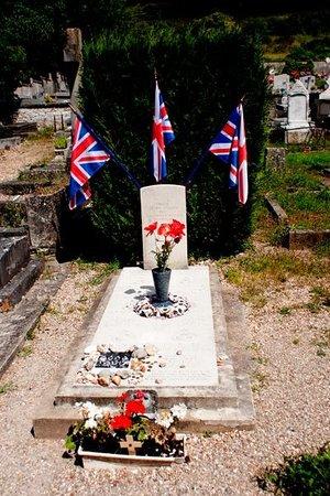 Église Sainte-Radegonde de Giverny : Grave of our brave Lancaster Crew