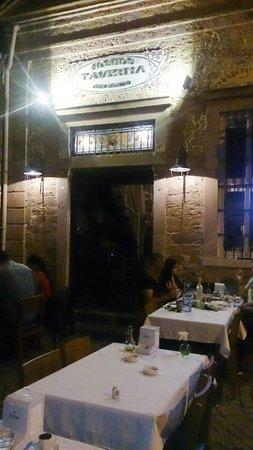 Moshos Taverna
