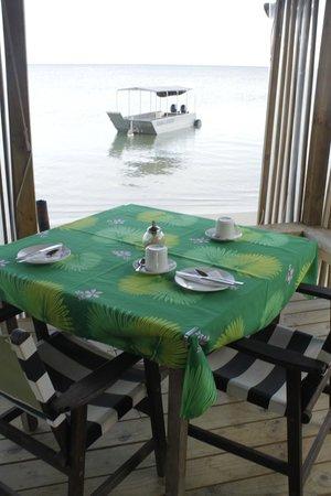 Savaii Lagoon Resort : restaurant right on the beach