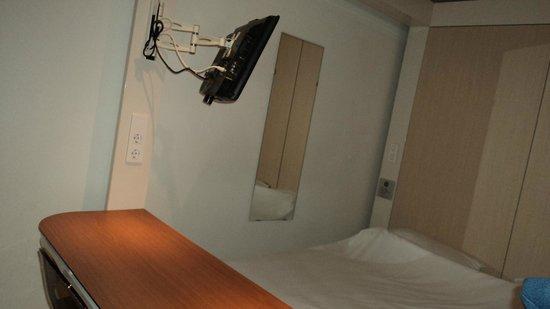 Qbic Hotel Amsterdam WTC: cama e TV