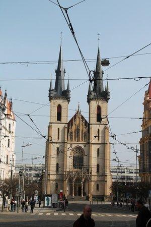 Hotel Belvedere: Chiesa che si trova scendendo lungo la strada dell'hotel