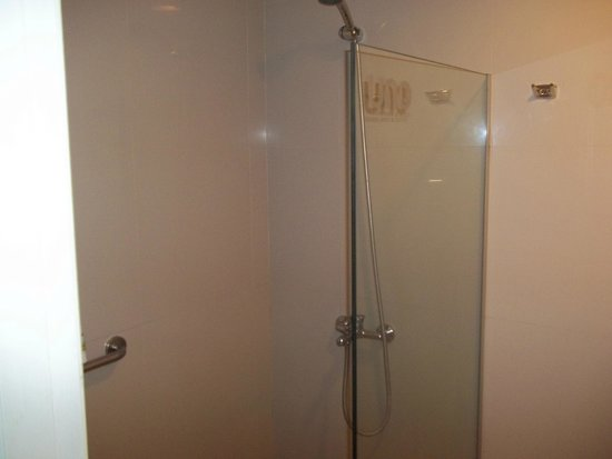 Uno Buenos Aires Suites: box banheiro