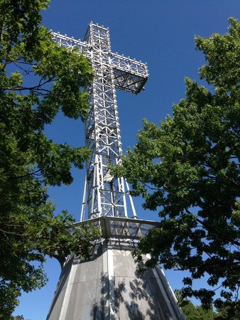 Mont (Mount) Royal: The Cross that fills the sky