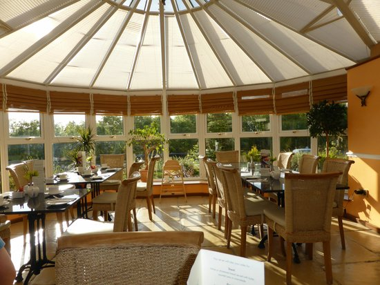 Melbreak Country House Hotel: Breakfast in the conservatory  L Noble Aug 14