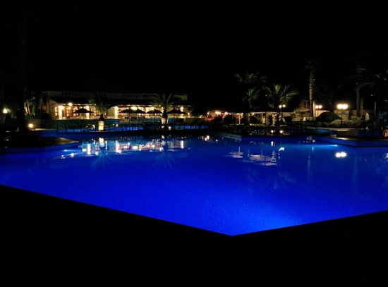 Aquila Rithymna Beach Hotel : Salty water pool at night