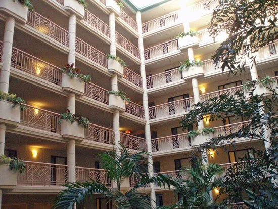 Embassy Suites by Hilton Richmond : Inside Hotel