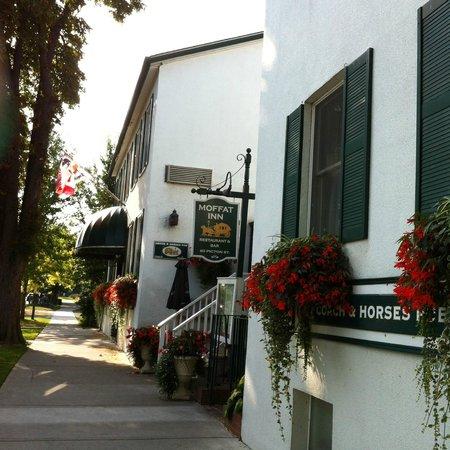 Moffat Inn: Hotel from the street