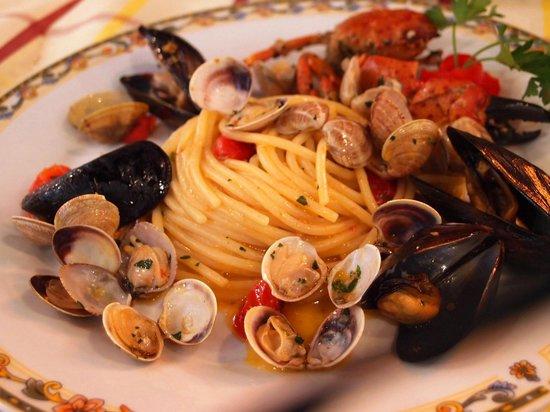 Dieci Pasta e Ceci: カニと魚介のパスタ