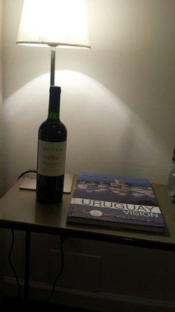 Esplendor Hotel Cervantes: Criado mudo do apto.