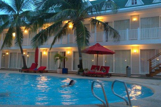 Decameron Los Delfines: área de piscina e acesso aos quartos