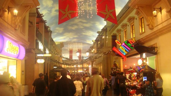 Peermont D'oreale Grande at Emperors Palace: Shopping II