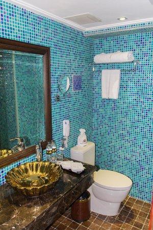Golden Lotus Luxury Hotel : Baño