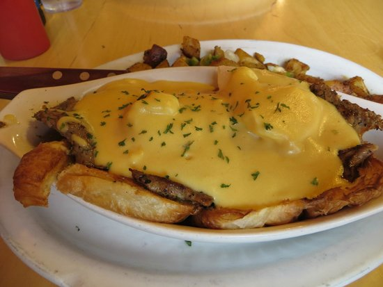 Chuck Wagon Cafe and Grill: Eggs Benedicts?