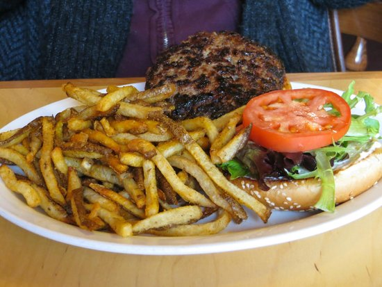 Chuck Wagon Cafe and Grill: greasy burger and lots of fries