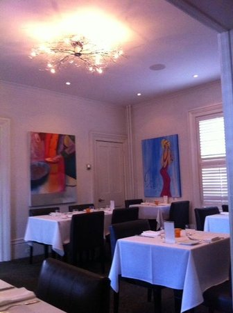 Wellington Court Restaurant + Catering : Elegant dining room