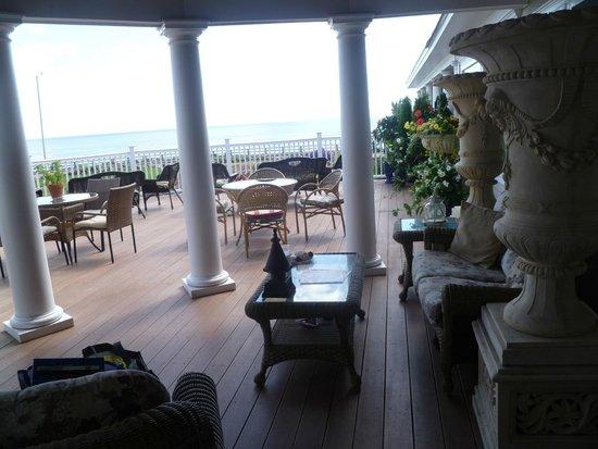 Gloucester Inn by the Sea: Gorgeous big Deck