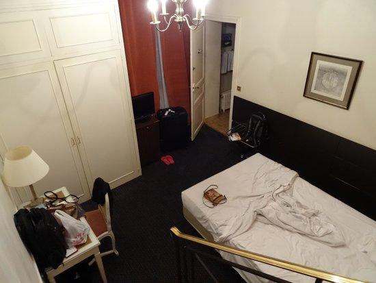 Normandy Hotel: Quarto com escada