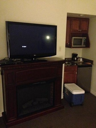 Holiday Inn Express Suites Gananoque : fridge, microwave, sink, and 1 of 2 televisions