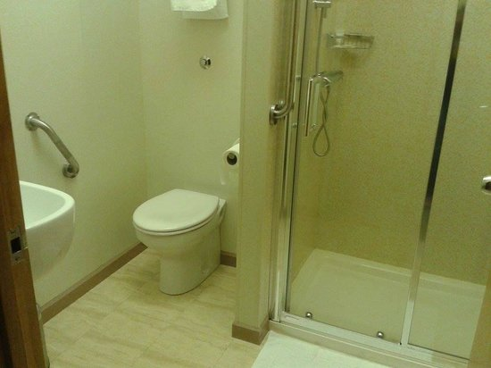 Premier by Eurotraveller Hotel, Harrow: Bathroom