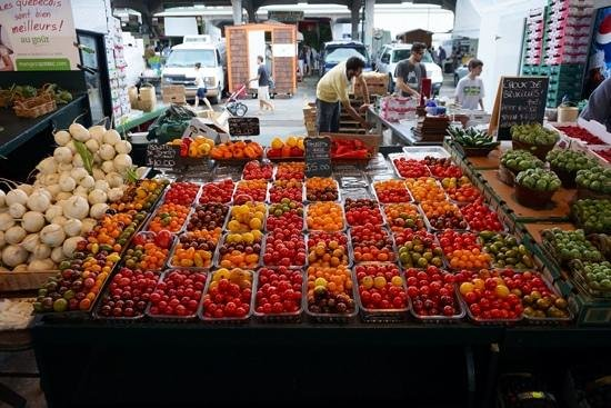 Marché Jean-Talon (Jean-Talon Market) : tomatoes galore