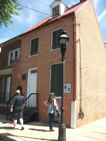 Edgar Allan Poe House and Museum: Exterior