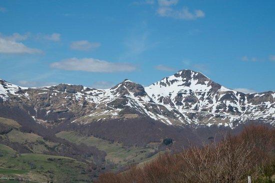 La Roussiere : Parc naturel régional des Volcans d'Auvergne: on the road to  La Roussière