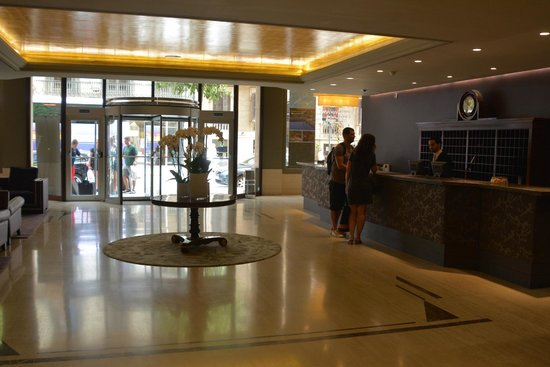 Gallery Hotel : Front Lobby