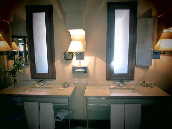 Cap Rocat: Bathroom area